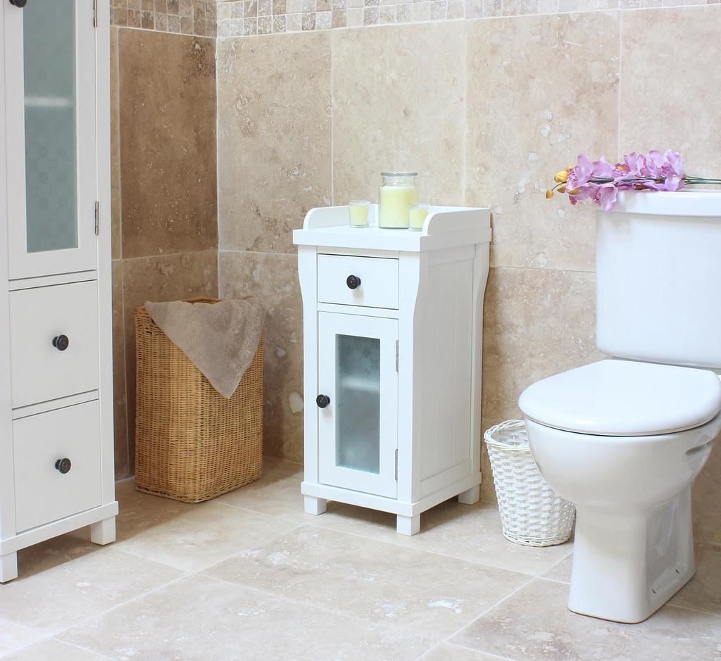 8 simple tricks to make small bathroom look big How to make a small bathroom look larger
